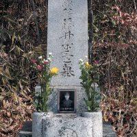 戦没者彫刻墓石